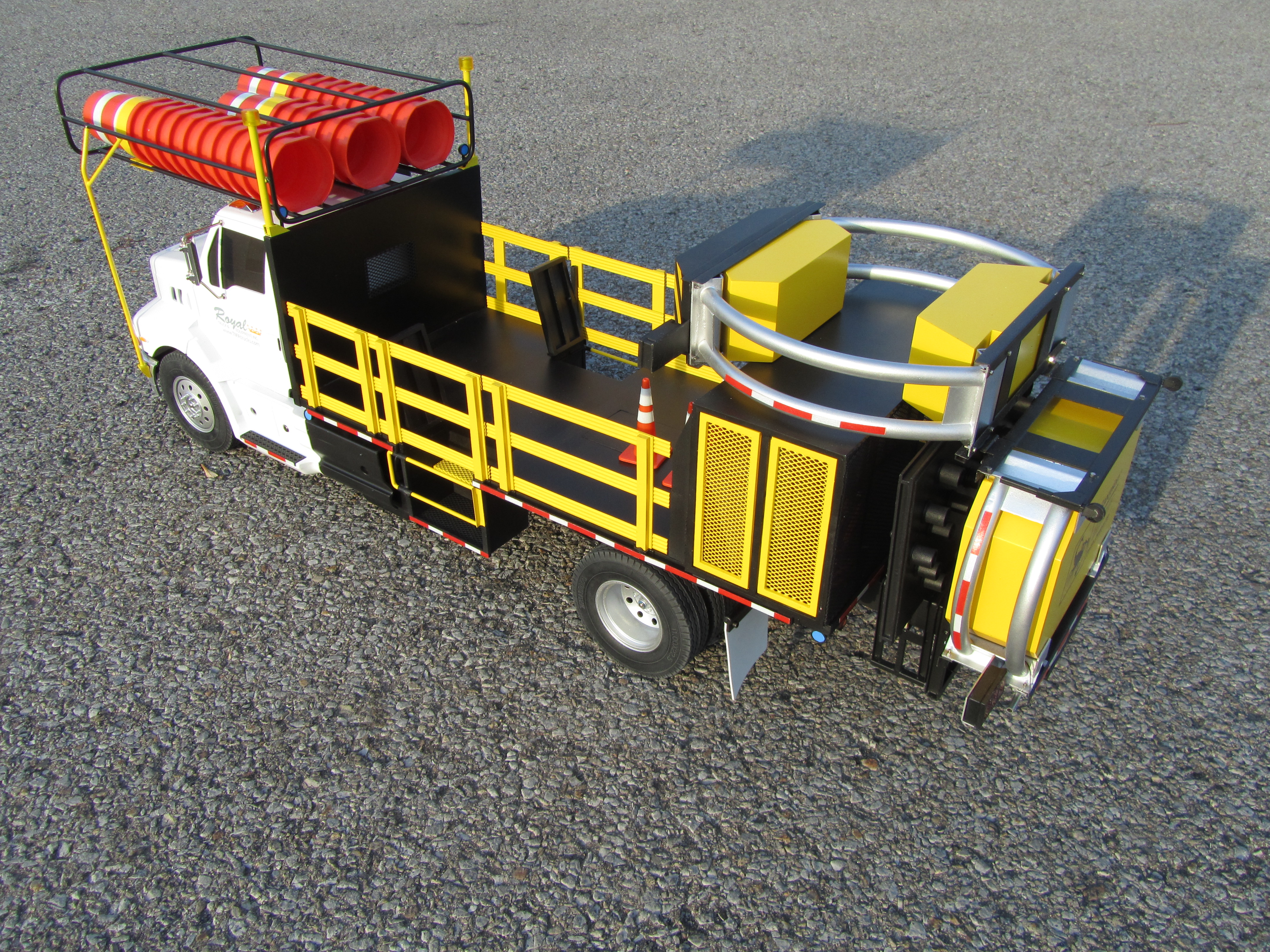 1:14 Scale Custom RC Truck Model - KiwiMill Portfolio