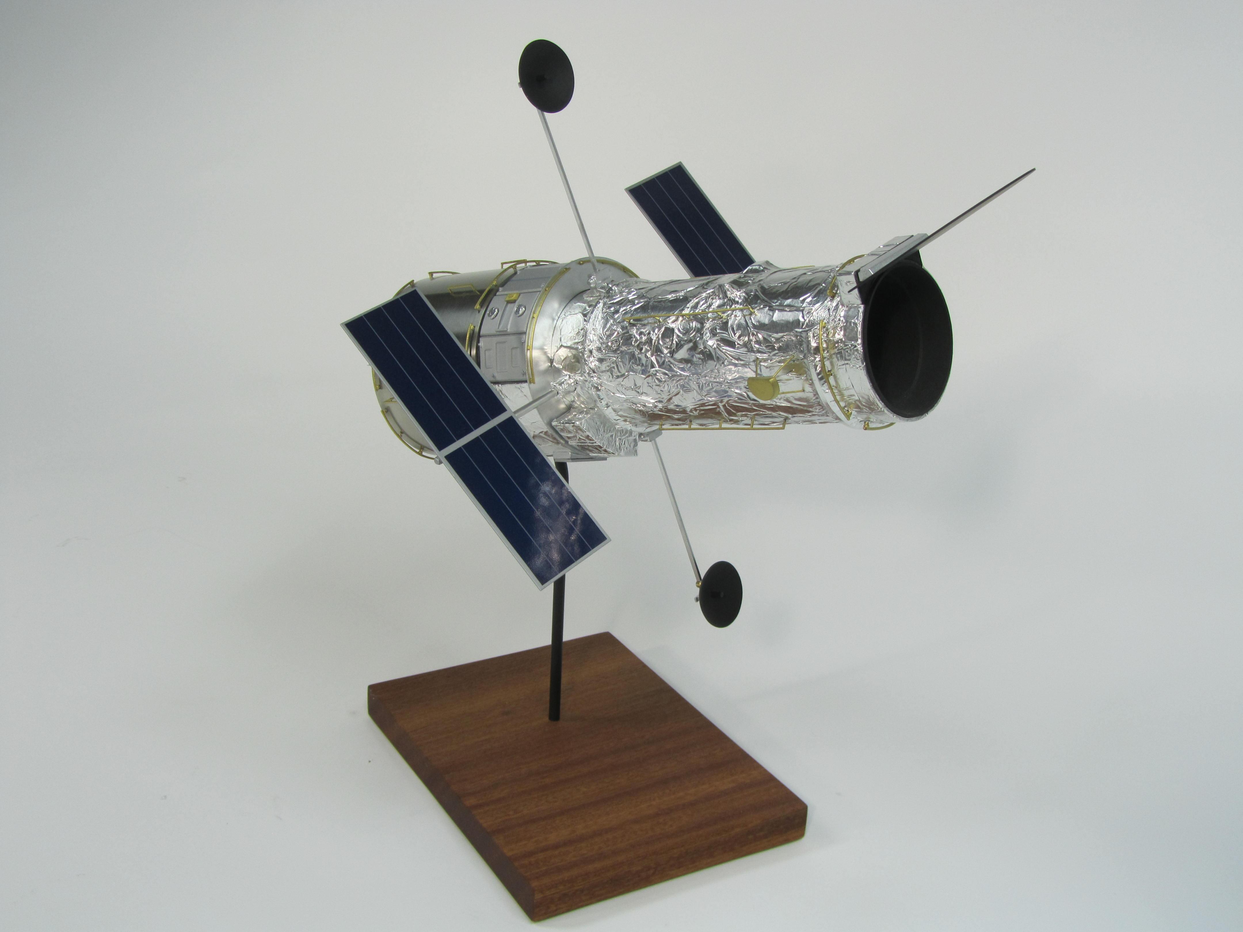 pennwalt model hubble space telescope - photo #35