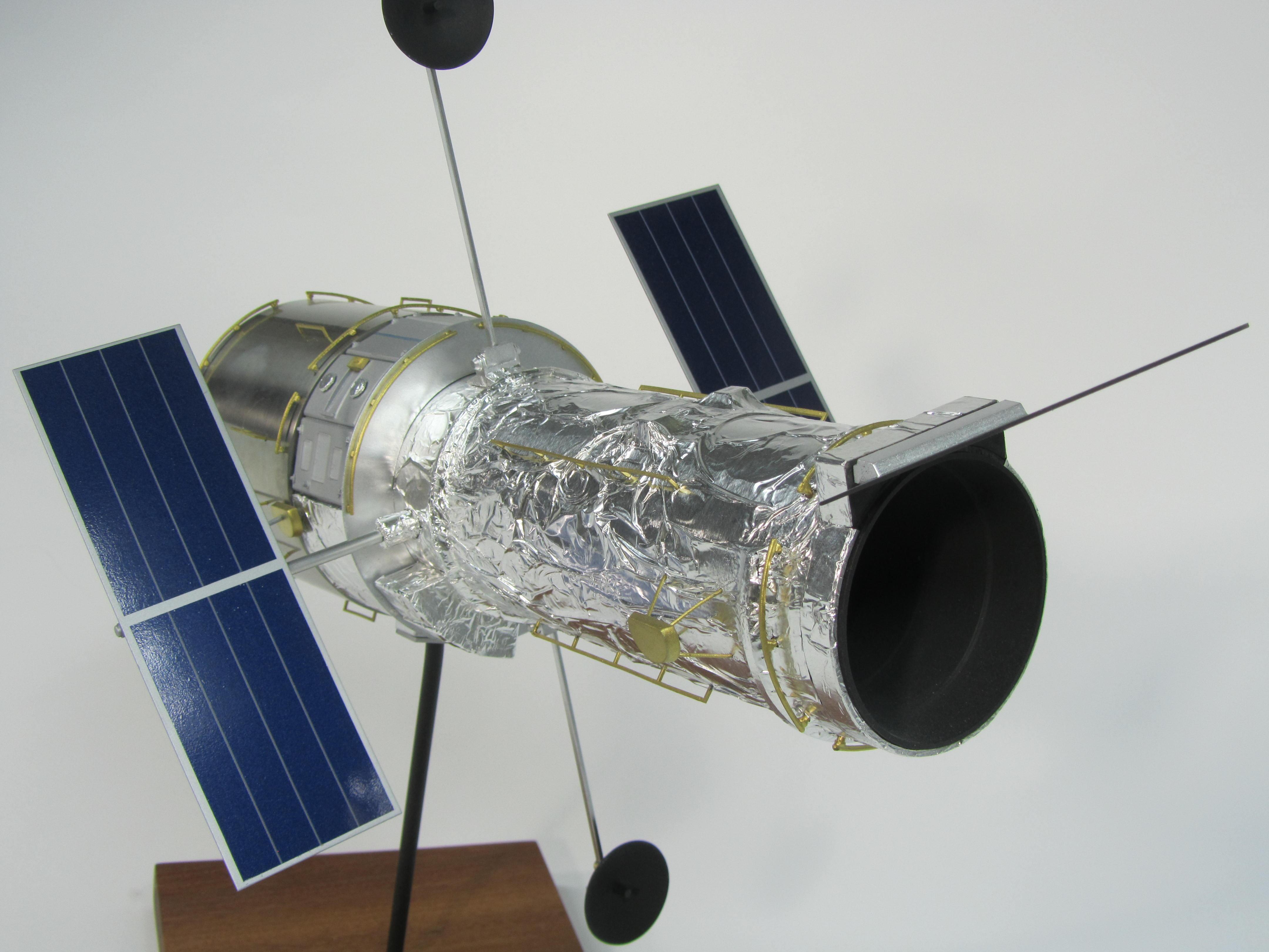 pennwalt model hubble space telescope - photo #4